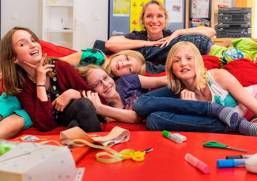 Pressefoto Kindergruppe mit Gruppenleiterin