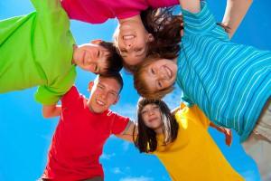 Lustige Kindergruppe